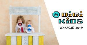Dzieci z megafonami i logo DigiKids